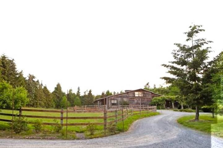 Studio  Farm Stay-Forest Trails to Beach, Pets ok