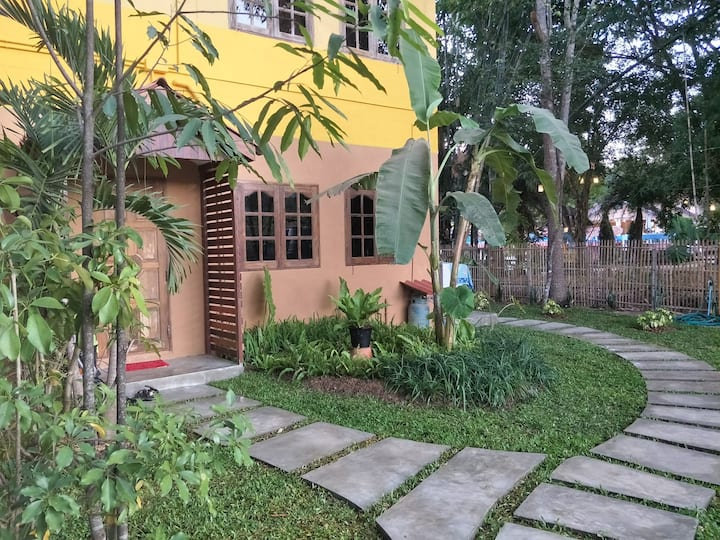 Cozy & comfortable apartment only 2kms from town