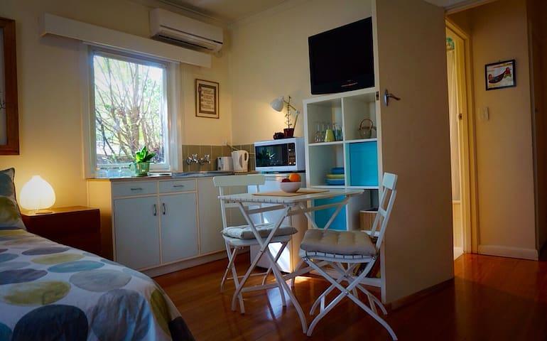Sunny studio apartment - Melbourne. - Bulleen - Appartement