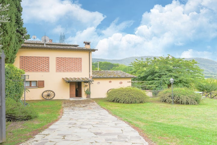 Beautiful Holiday Home with Swimming Pool in Monterchi