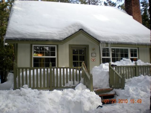 Comfortable cabin near snow summit cabins for rent in for Snow summit cabin