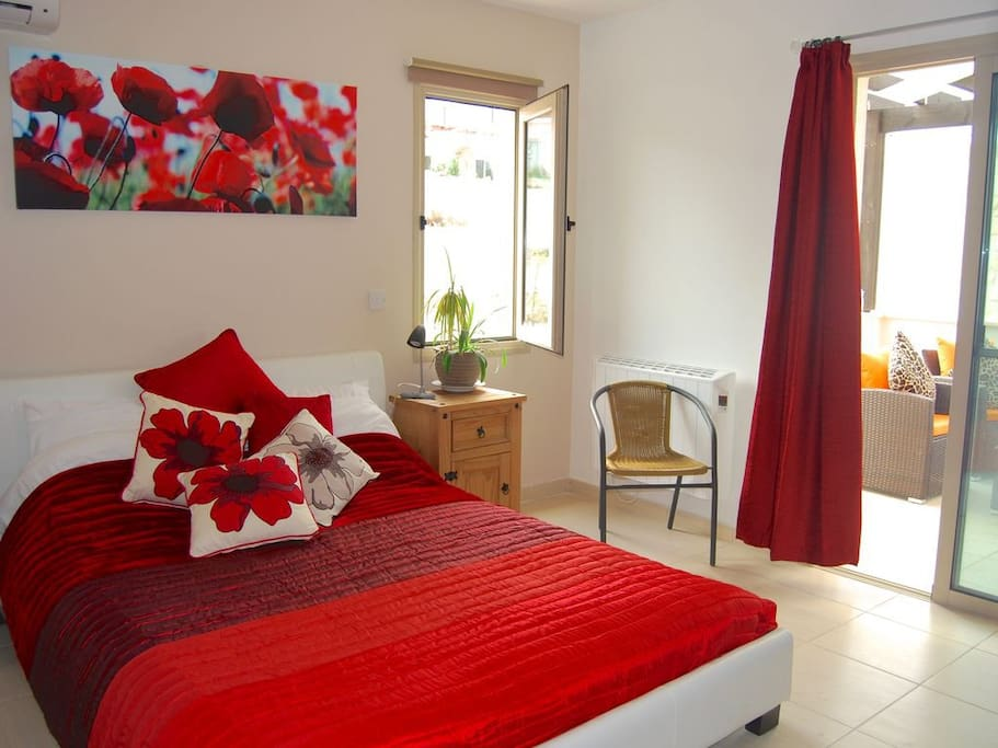 Poppies - Ensuite Bedroom
