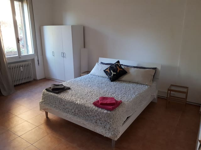 Large room in Venice near bus and train station