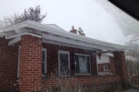Cozy Brick bungalow near 3 parks - Englewood - Haus