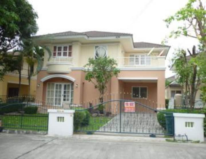 Detached house fully furnished