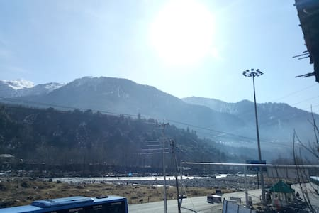 Room with a View!! Warm and Cozy studio!! - Manali - House
