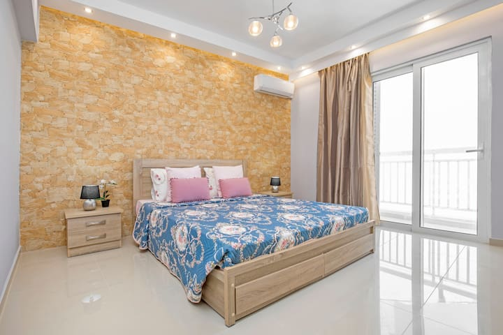 The bedroom with the King size bed!