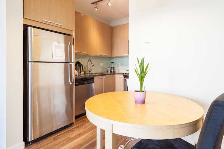 Modern Exec Apt 10min to Skytrain - Burnaby - Apartament