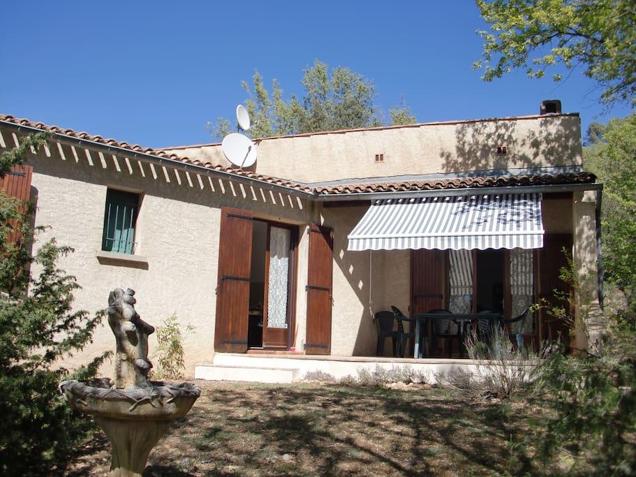 Terrasse donnant sur cuisine et salon