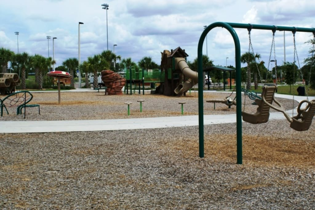 Bench,Playground,Swing,Park Bench,Park