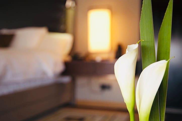 Ivory Bloom★★★★★ WiFi, Panoramic View & Luxury