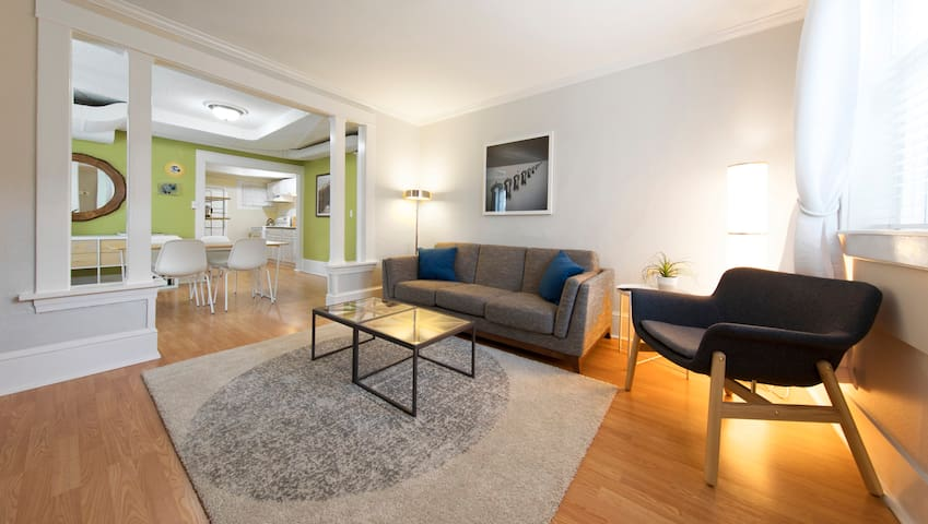 Open 1 Bedroom Central District Apartment