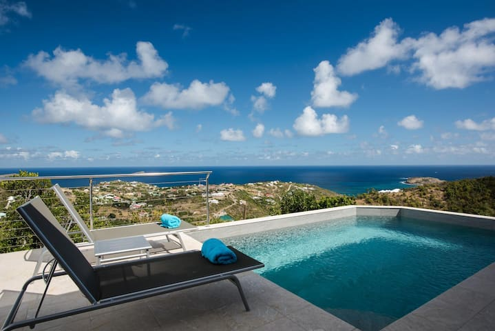 Villa Perfect for Couples, Heated Pool, Sundeck, Stone Terrace, Free Wifi, Outdoor Living