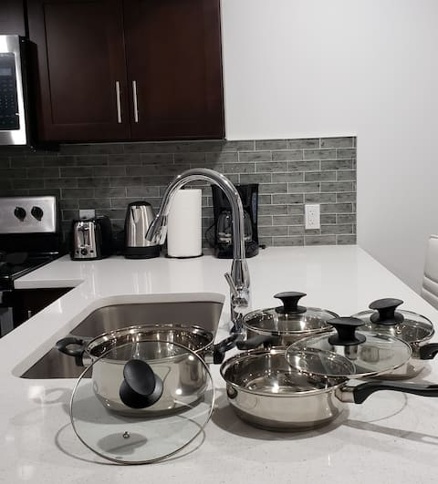 New 1 bed Suite with Wifi, Netflix, Smart Lock