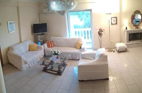 Lux Villa in Vari close to the beach and Airport
