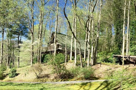 Ellijay Cottage -  A Convenient Mountain Getaway