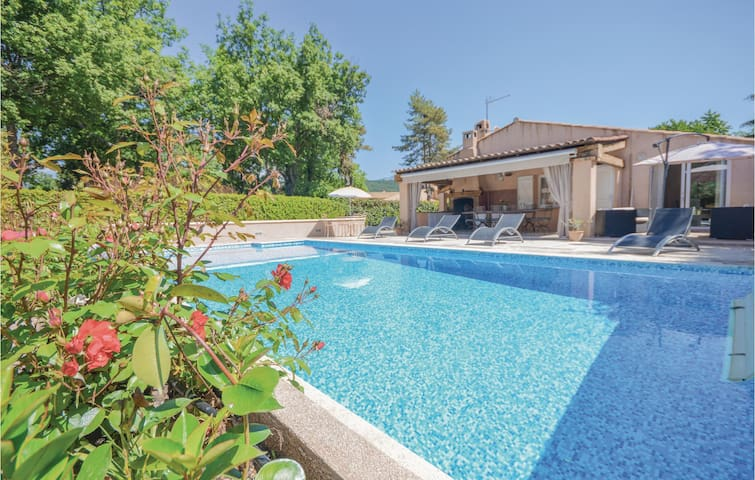 Holiday cottage with 4 bedrooms on 160m² in St. Cézaire sur Siagne