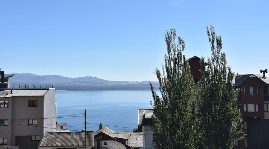 Hermosa vista al lago Nahuel Huapi y alrededores.