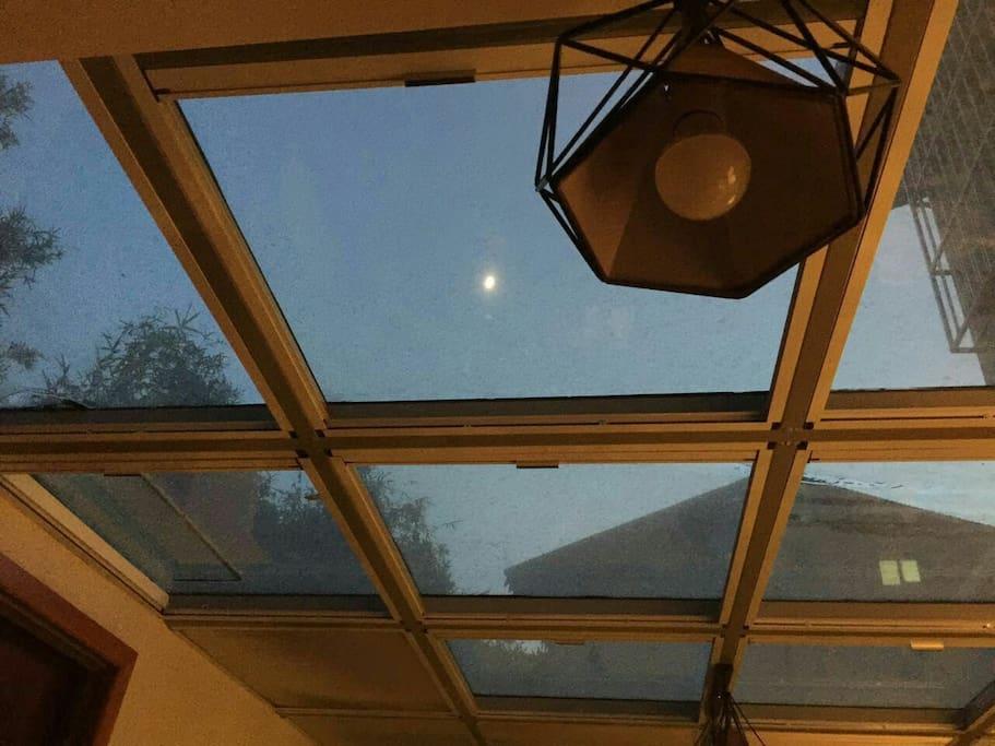 阳光客厅月亮