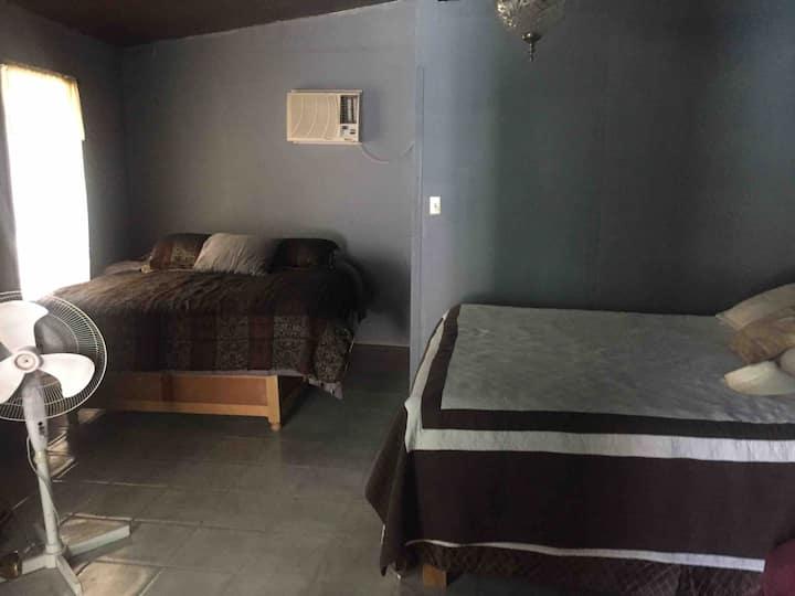 Casa De Campo en Tecate BC, seg. 24hrs km104 (8P)