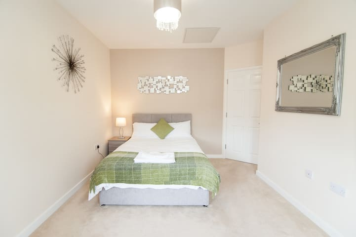 1bed1bath flat with Parking ☆KEY WORKERS WELCOME
