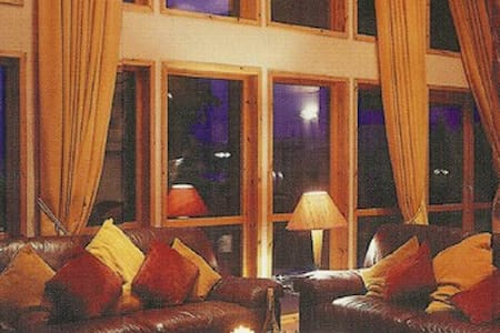 Lux 5-Star Lodge for 8 on Loch Lomond - Balloch - 一軒家