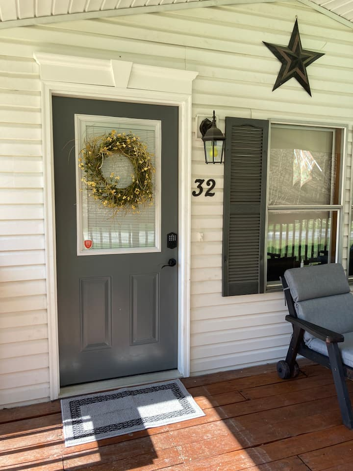 2 Bed, 2 Bath on Private Lane 2 miles to City