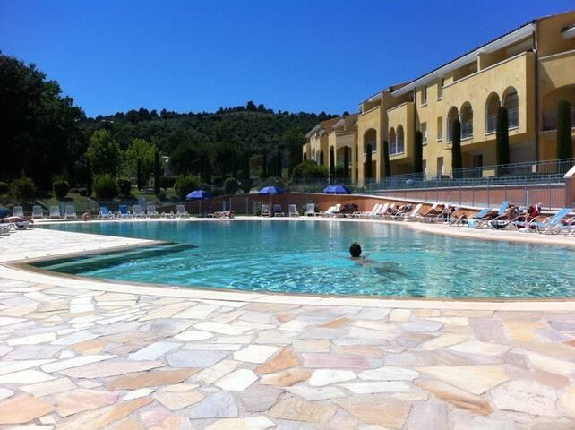 T2 VD06 GREOUX LES BAINS  résidence avec piscine