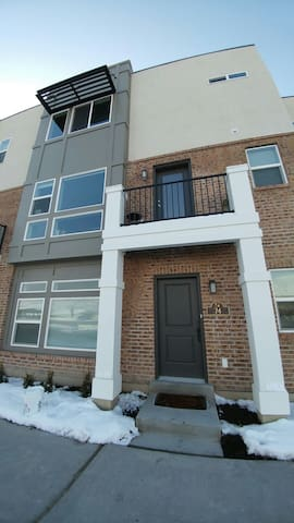 Private suite in 3 level condo - Farmington - House