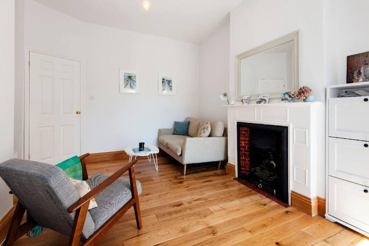 Gorgeous 1 BD garden flat, 10mins to central