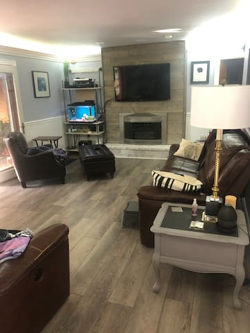 """Our newly remodeled living room.  Fresh, clean and bright.  50"""" LED Smart TV, the aquarium for tranquility and indirect LED lighting and comfortable seating."""