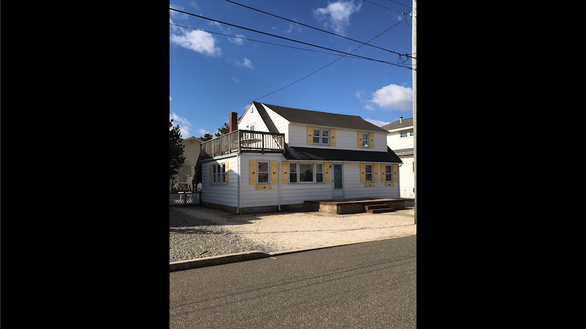 Whale House @LBI 2 units available - Long Beach Township - House