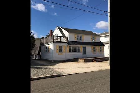 Whale House @LBI 2 units available - Long Beach Township - Casa