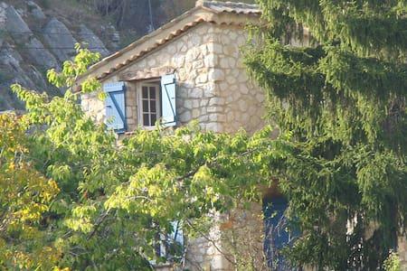Villa au calme dans un jardin - Cipières
