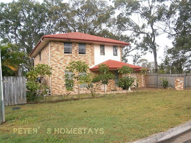 Peter's Homestays for You in AU - Upper Mount Gravatt - House