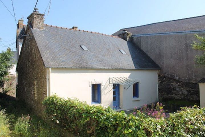 Brittany: Cosy traditional cottage! - Mael-Carhaix - Huis