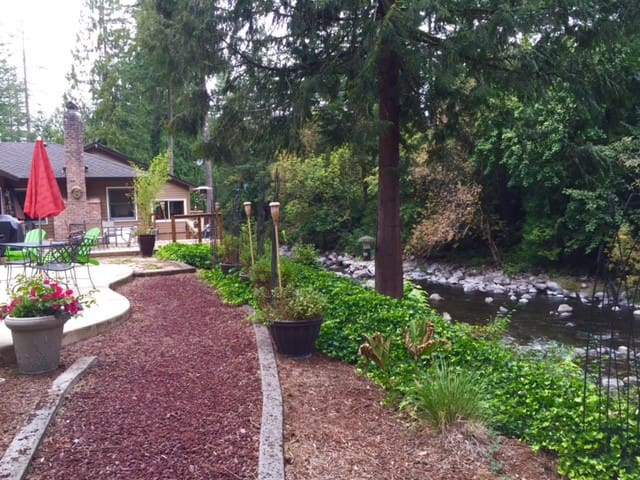 Paradise on the Lewis River - Battle Ground - House
