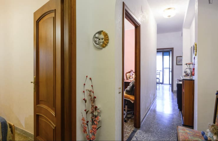 CLEAN Private Room + Breakfast (ROME CENTER)