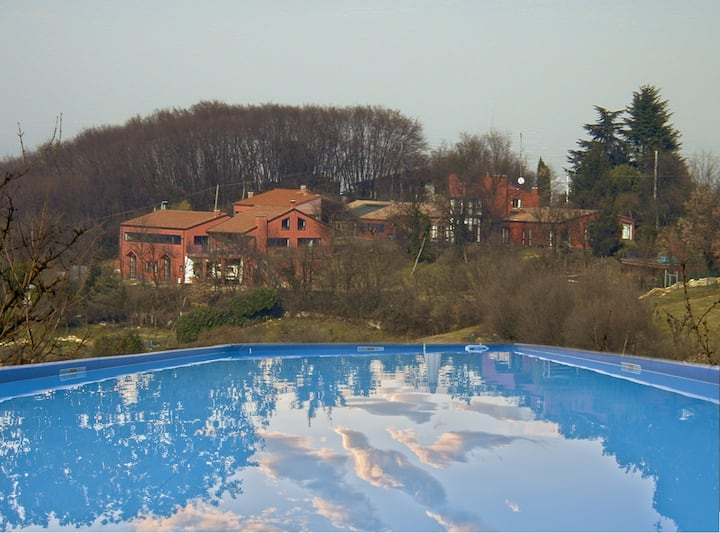 Villa w/ pool on the hills (18pp)