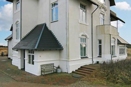 Herskabslejlighed i 1800-tals Strand-Villa - Fanø