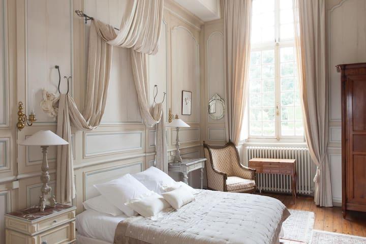 Chambre Diane au château - Bazouges-la-Pérouse - Bed & Breakfast