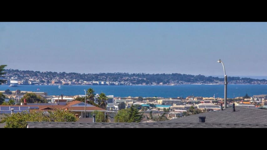Seaside 3BDS/1Bth Home with Fantastic Ocean View .