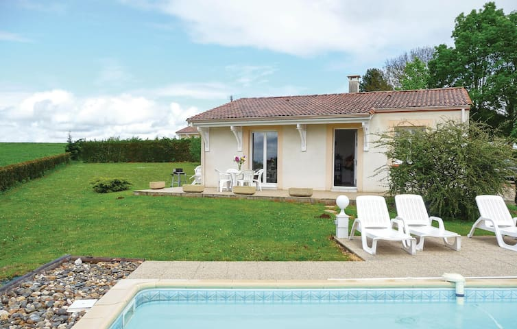 Holiday cottage with 2 bedrooms on 65m² in Beauville