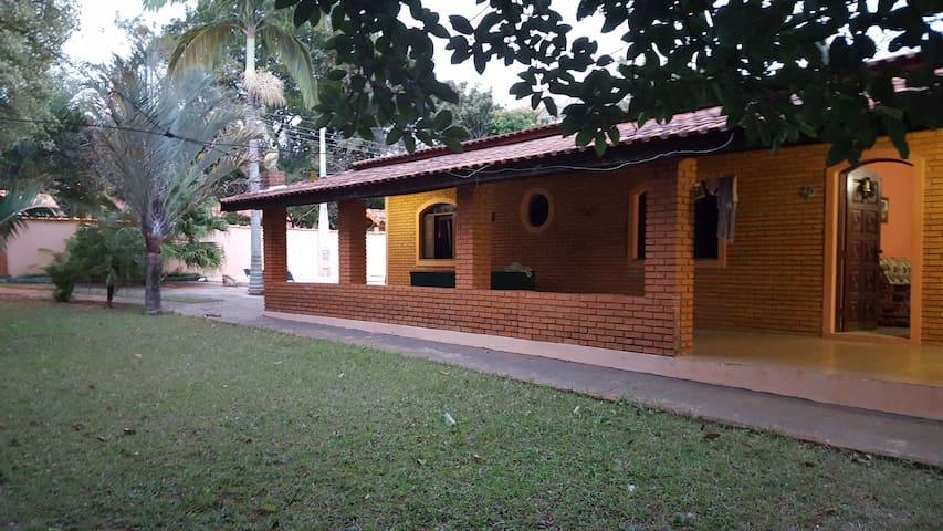 Casa de campo na represa