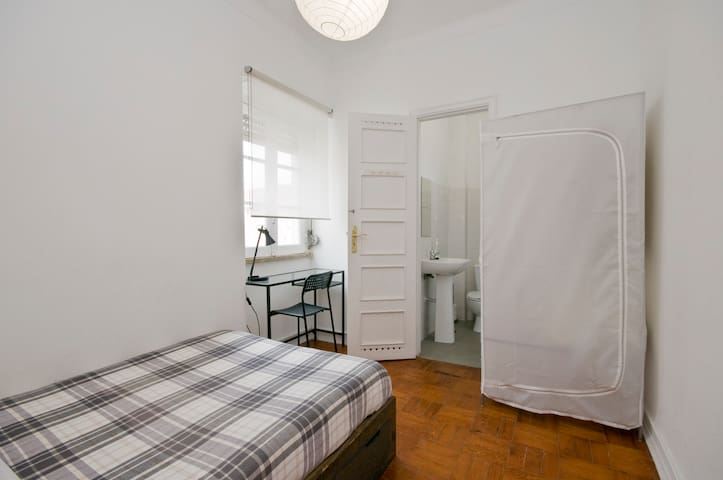 LOW COST ROOM WITH PRIVATE WC -UNIVERSITY-AIRPORT