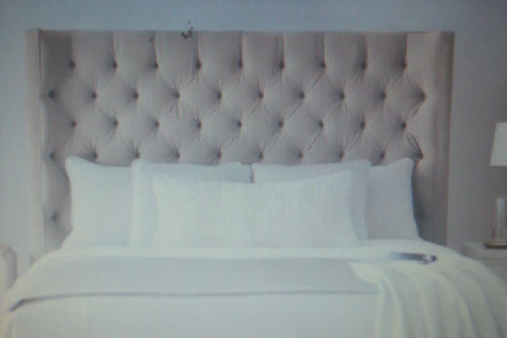 2nd Bedroom (Queen Bed sleeps 2) adjoins Bathroom #2