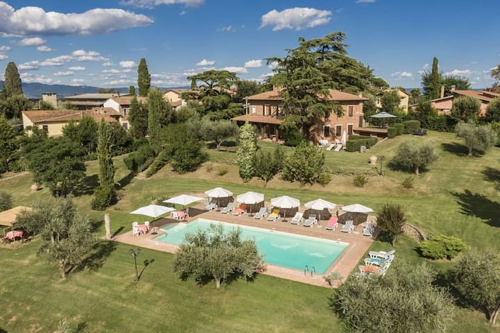 Incantevole case vacanze con piscina a Castiglione del Lago