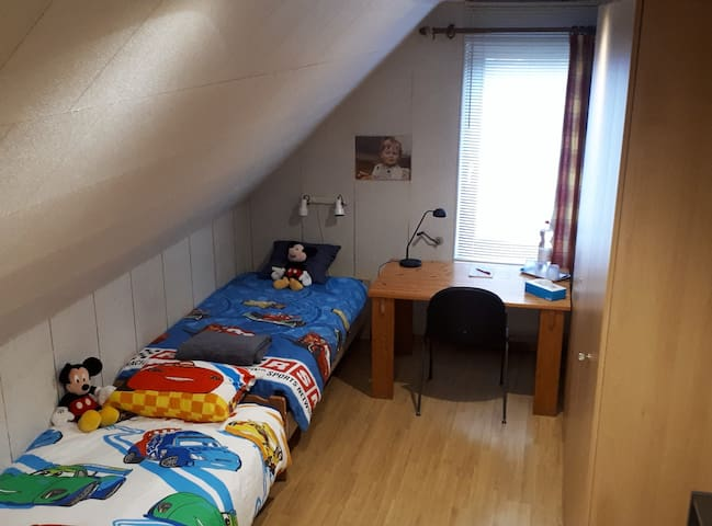 Antwerpen (green area)/1 Room/3-4 pp/Bath/ B'fast
