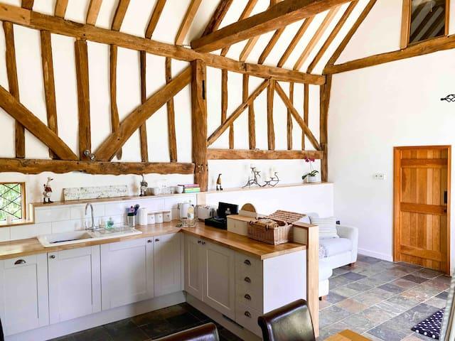 The Hop Barn - Kent countryside getaway