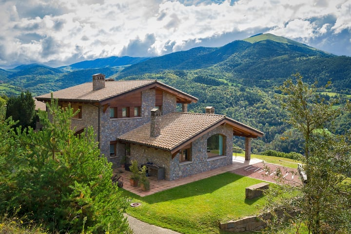 Suite in holiday home with views in the Pyrenees